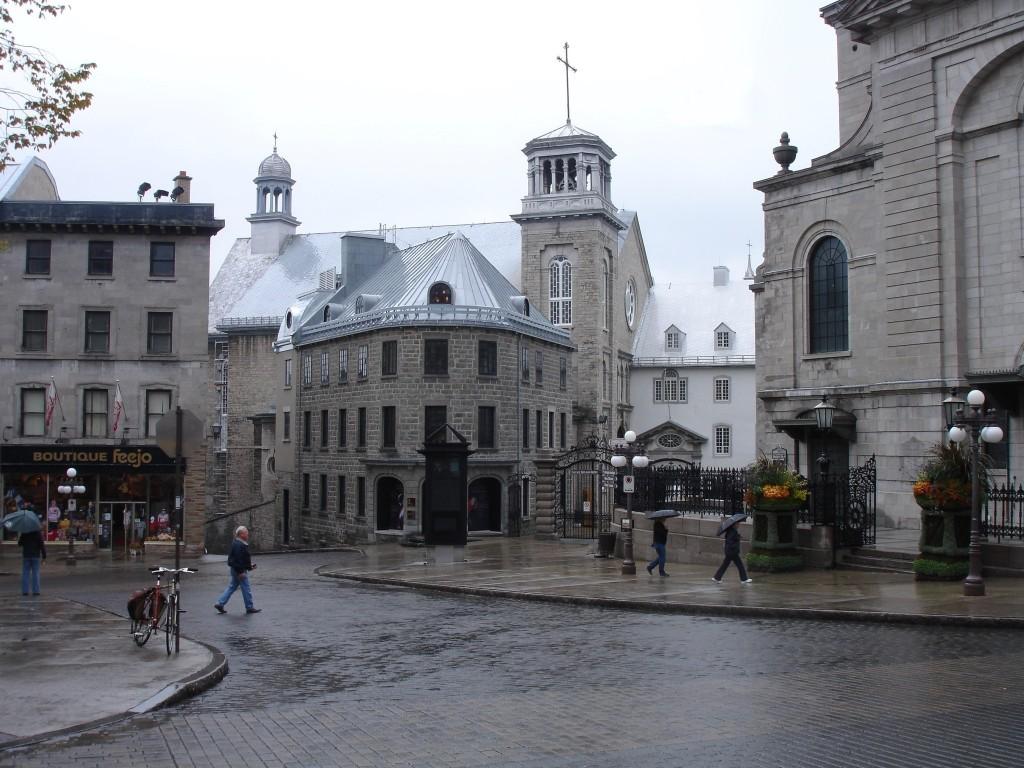 Musée de l'Amérique francophone in the centre