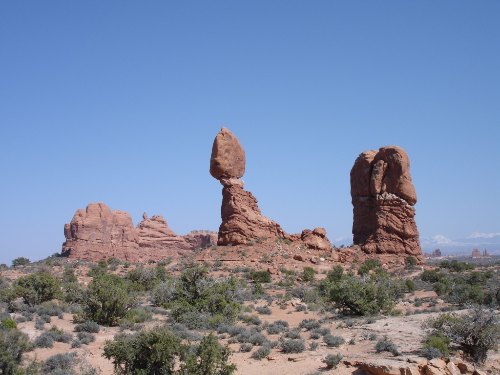 Balanced Rock in the centre of the formation