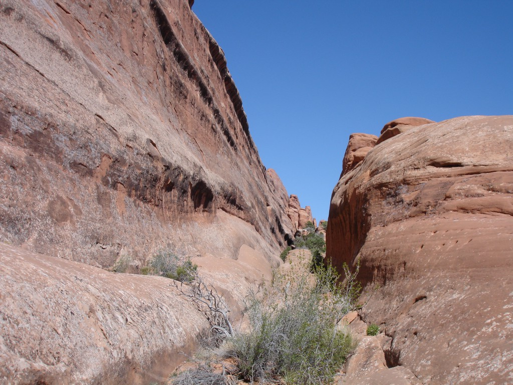 Rock Walls in Devils Garden on the trail to Double O Arch