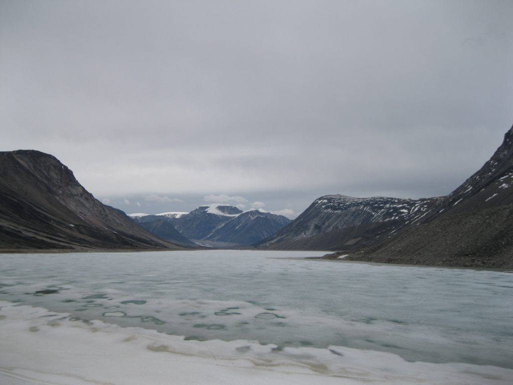 Highway Glacier in the centre, Mount Battle to the right at Summit Lake