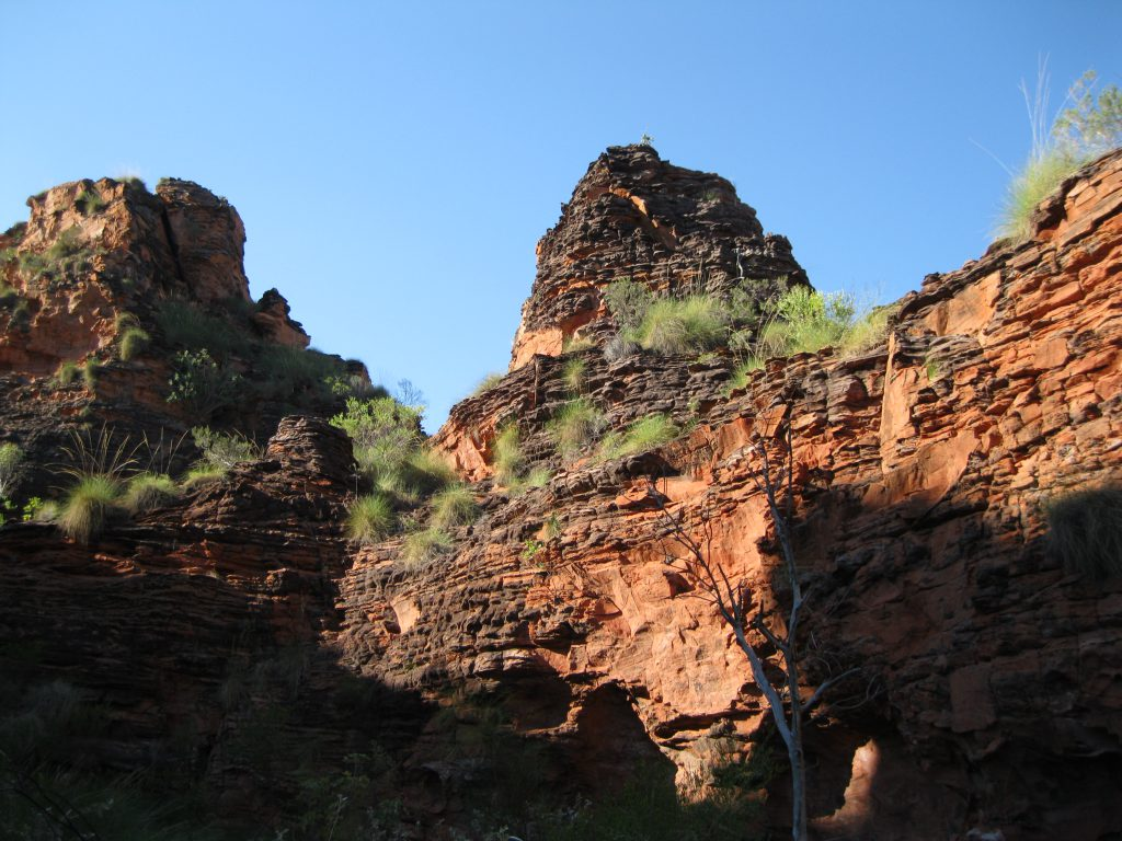 Rock formations on the Demboong Banan Trail